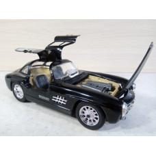 Модель автомобиля Mercedes-Benz 300SL (1/24)