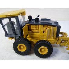 Трактор грейдер John Deere (1/50)