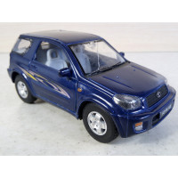 Модель автомобиля Toyota RAV4 1/32 (100 баллов)