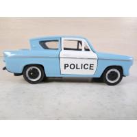 Модель автомобиля Ford Anglia 1/32 (250 баллов)