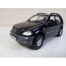 Модель автомобиля Mercedes-Benz М класс (1/33)