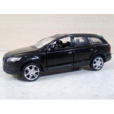 Модель автомобиля Audi Q7 (1/45)