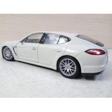 Модель автомобиля Porsche Panamera S (1/25)