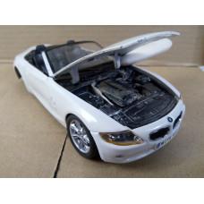Модель автомобиля BMW Z4 (1/24)