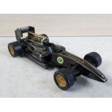 Модель автомобиля болид F-1 Lotus (1/43)