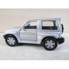 Модель автомобиля Mitsubishi Pajero (1/43)