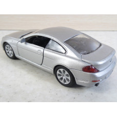 Модель автомобиля BMW 645Ci (1/40)