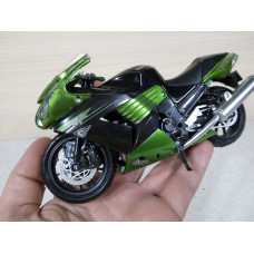 Модель мотоцикла Kawasaki Ninja ZX-14 2010г (1/12)