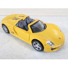 Модель автомобиля Porsche 918 (1/32)