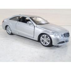 Модель автомобиля Mercedes Benz E класс (1/32)
