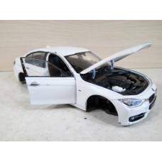 Модель автомобиля BMW 335i (1/24)