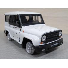 Модель автомобиля УАЗ Хантер белый (1/36)