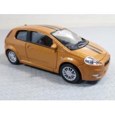 Модель автомобиля Fiat Grande Punto №2 (1/43)