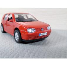 Модель автомобиля Volkswagen Golf 4 (1/35)