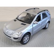 Модель автомобиля Mercedes-Benz M-Класс (1/32)