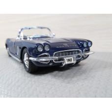 Модель автомобиля Chevrolet Corvette 1962г. (1/32)