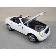 Модель автомобиля Mercedes-Benz SLK230 (1/28)
