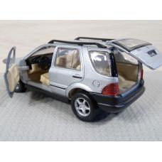 Модель автомобиля Mercedes-Benz ML320 (1/32)