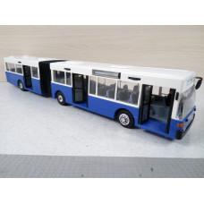 Пластиковый автобус (1/45)